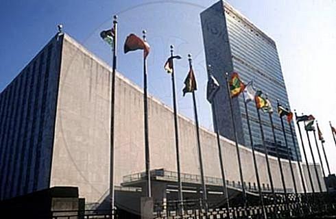 10 Dhjetor 1948, OKB miraton Deklaratën Universale të të Drejtave të Njeriut