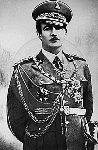 12 Dhjetor 1927, Ahmet Zogu merr titullin Shpëtimtar i Kombit